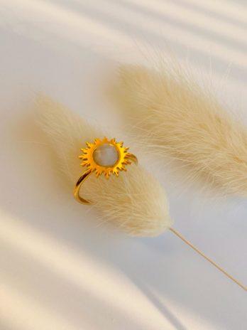 Bague dorée pierre blanche