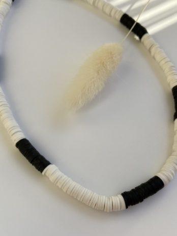 collier surfeur blanc noir
