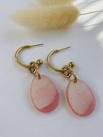 Boucle d'oreilles dorées plexi rose