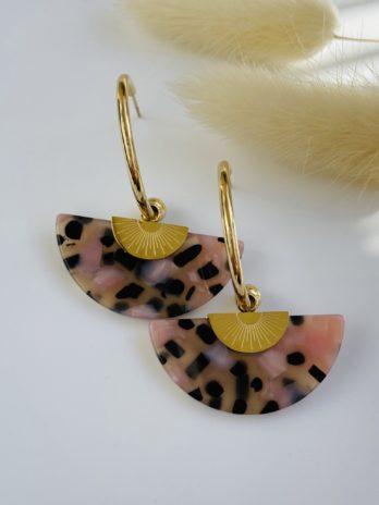 Boucle d'oreilles dorées plexi rose moucheté