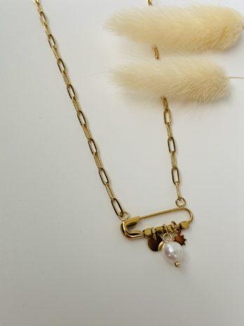 Collier doré épingle perle et breloques