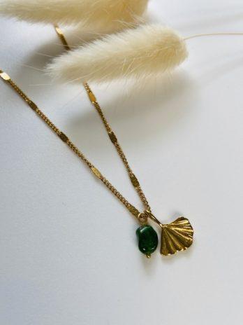 Collier doré gingko et pierre naturelle
