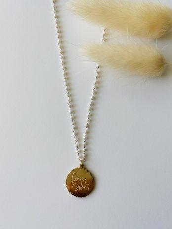 Collier doré carpe diem et perle