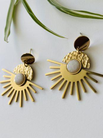 Boucles d'oreilles dorées soleil et pierre naturelle
